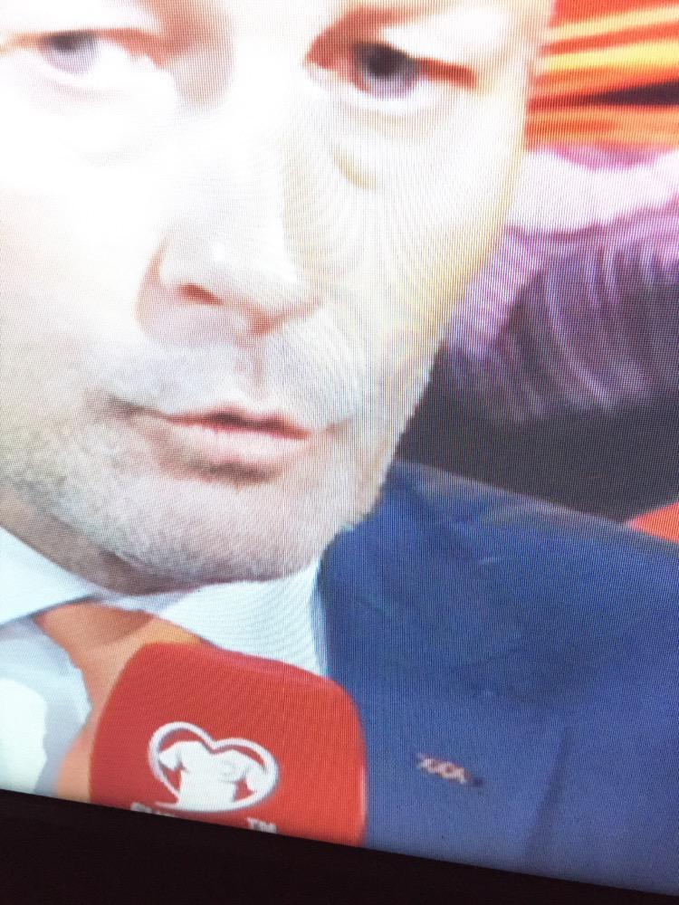 Ironisch die drie kruisjes op dat jasje... Nu graag weer een bondscoach voor álle Nederlanders! http://t.co/mFOvzDIDao