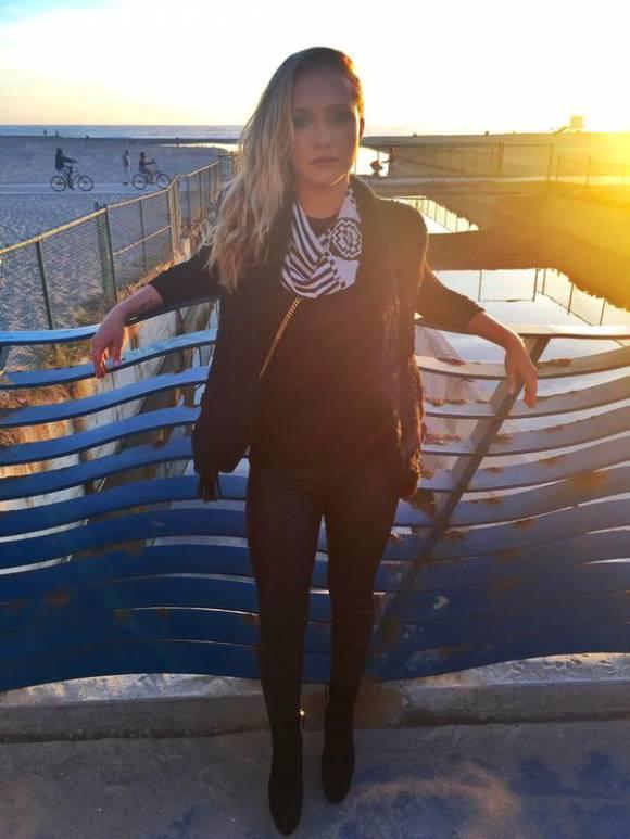 #HaydenPanettiere is seeking treatment for postpartum depression http://t.co/XMo1VXelk0 http://t.co/USRKRN6eqU
