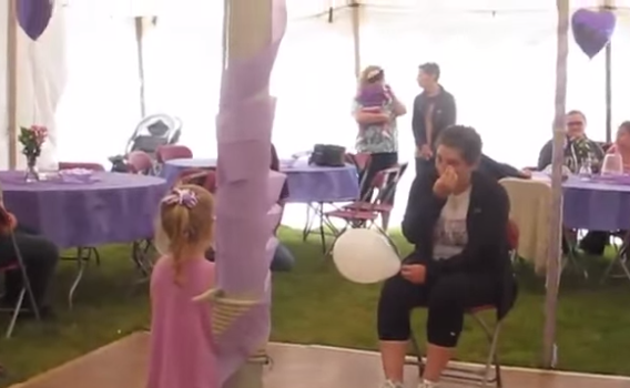 Your Heart Will Break When You See This Sweet Little Girl Sing to Her Mom Fighting Cancer http://t.co/FNchhUujhD http://t.co/c7eWH047U5
