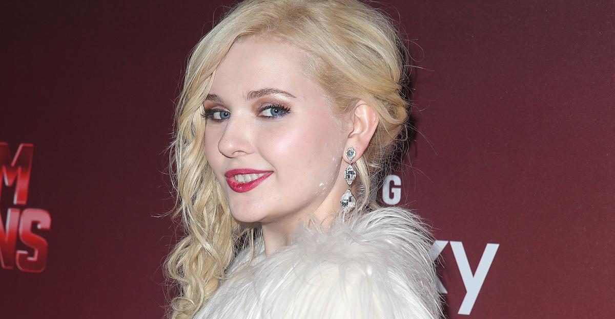 """""""Scream Queens"""" Star @YoAbbaAbba Just Wrote the Realest Relationship Book You Could Ever Need http://t.co/7puygKpisz http://t.co/qBwuUCtLCb"""