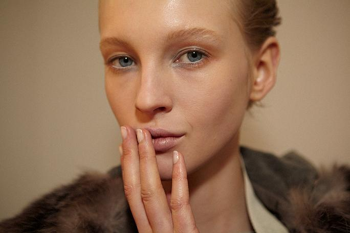 Is the French manicure coming back? http://t.co/JgH1l4LEzT http://t.co/A5TzHBQaeS