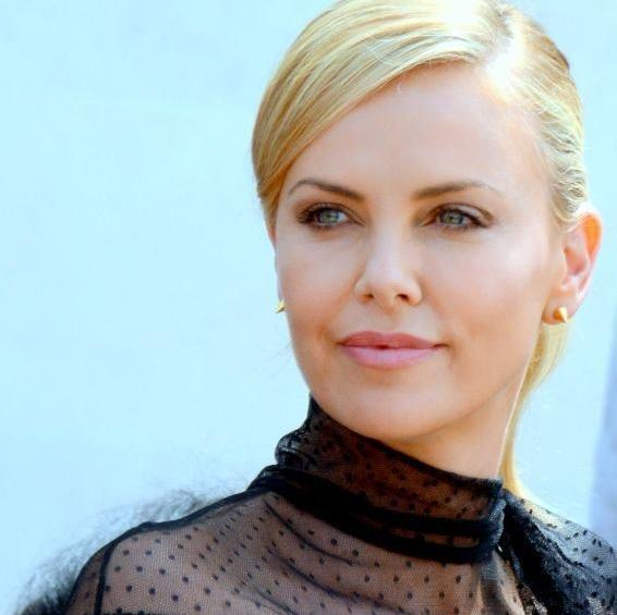 Charlize Theron to replace Brad Pitt in assassin role: http://t.co/yGgjpabBZ9 http://t.co/nwuMzAyaDy