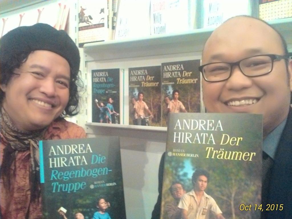 Bersama @Andreahirata di booth Hanser Berlin. http://t.co/nlCg9G0U5L