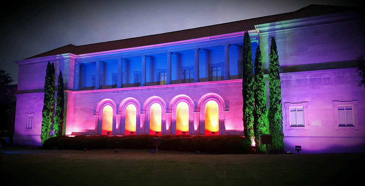 The Chrysler Museum is one of the anchors of the arts district and will be lit up for the NEON festival this week http://t.co/mX6ZEaMSkF