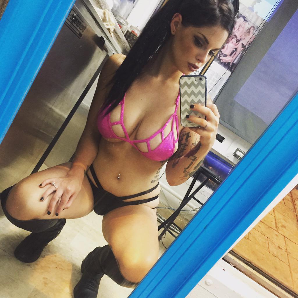 Madii Pimentel  - Bikini baris twitter @Sexii_Madii