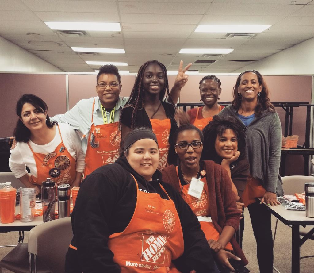 Me celebrating #CashierAppreciationMonth with my awesome cashiers! #Bethesda #HomeDepot #2509rocks http://t.co/RKR52nWxpG