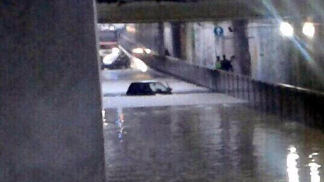 Maltempo, forti temporali a Napoli - Disagi e allagamenti anche a Salerno.