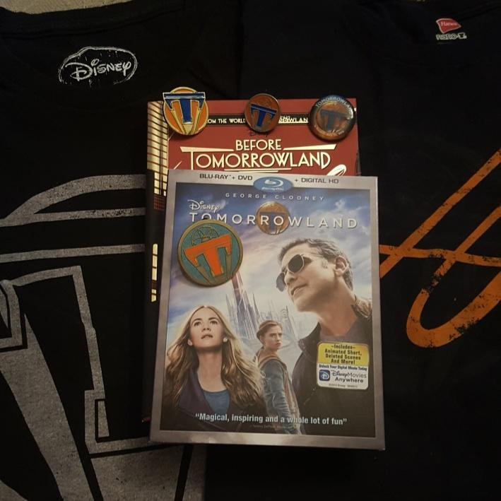 Time for Tomorrowland!!! #disney #tomorrowlandmovie #GeorgeClooney #BradBird #PlusUltra #beforetomorrowland pic.twitter.com/J73kawsQHB