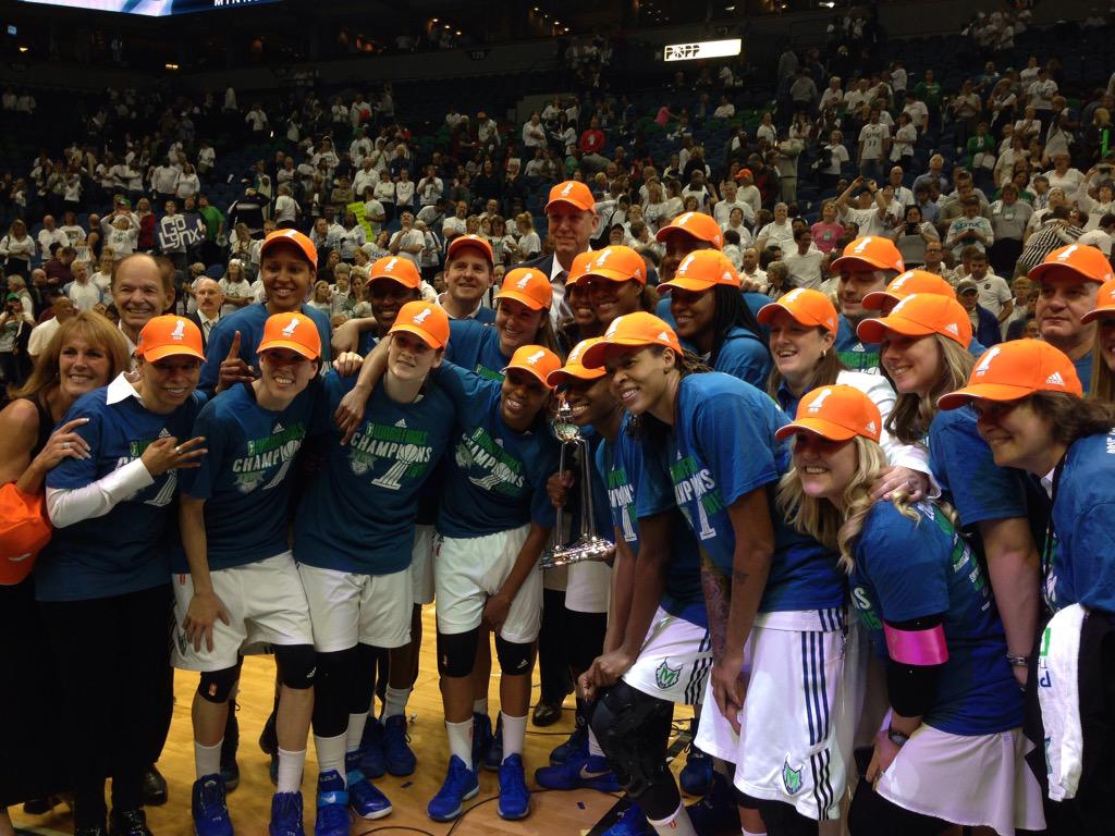 The 2015 #WNBA champions. #RoarLikeAChampion http://t.co/YbiMuuwoaV
