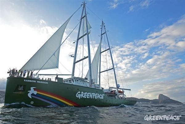 沖縄・辺野古の新基地建設問題は、いよいよ正念場!グリーンピースは沖縄県・辺野古の海を埋め立てから守るため、グリーンピースの船「虹の戦士号」を11月上旬に沖縄に派遣することを決めました。 http://t.co/t33iQlxrIe http://t.co/srvwDvHqwU