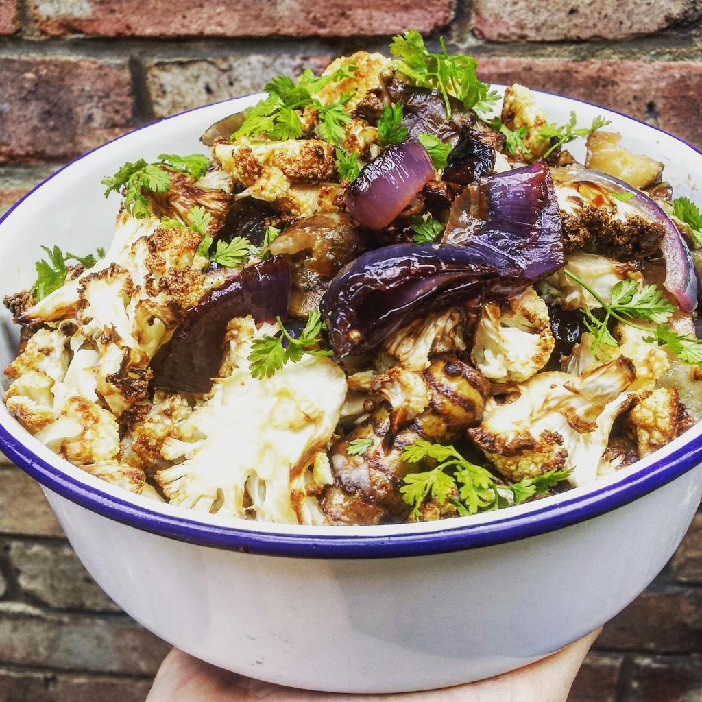 RT @TheDeliClapham: Today we're loving confit jerusalem artichokes, cauliflower, red onions & coriander salad #delisalad #delitakehome http…