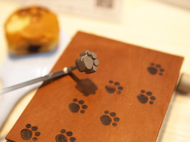 子どものお弁当にも使える!食べ物に猫の足跡を付けられる「肉球焼ごて」が大人気 http://t.co/U2QolwUXRc http://t.co/Ig67LuYa6z