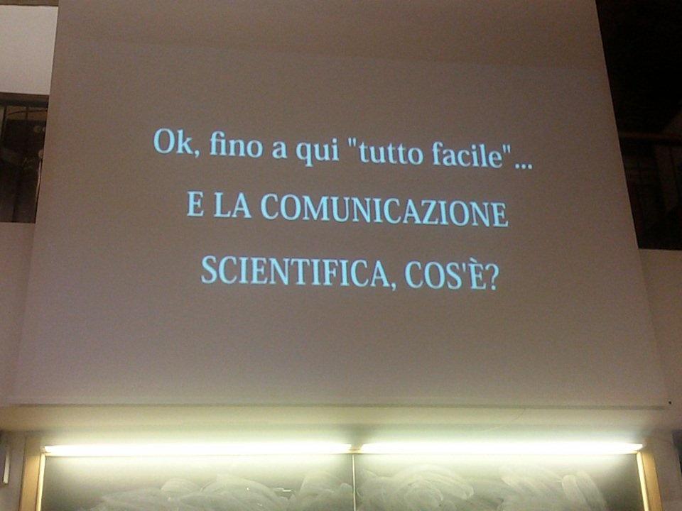 Anche il video girato da @VeronicaBeast per #SciComm nell'intervento di @cristinarigutto a #SciPar http://t.co/nNxCIYKWBP