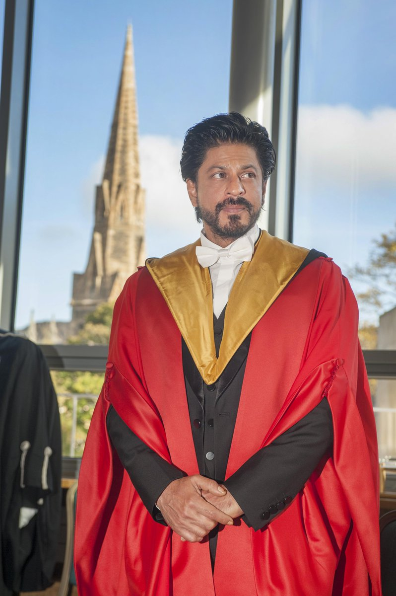 Congratulations Dr Shah Rukh Khan, honorary graduate of the University of Edinburgh #DrSRKEdinburghUni http://t.co/y48td9Z0V1