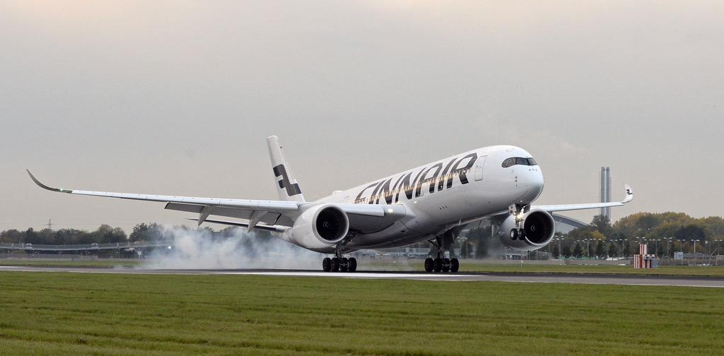 Another milestone for @Finnair as the first #A350 lands @HeathrowAirport @Airbus #FinnairA350 http://t.co/Zyfe5SnVbt
