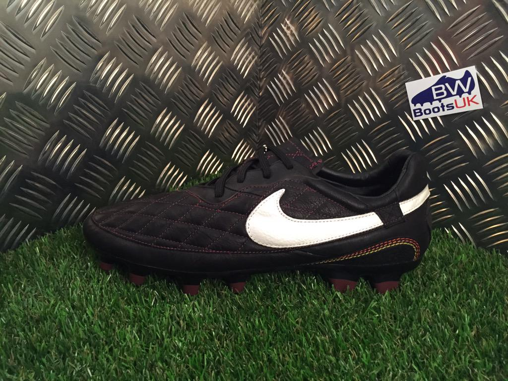 5b0569658820 Nike Ronaldinho Dois available to purchase over on the website  now.pic.twitter.com/1YDCe0DW5U