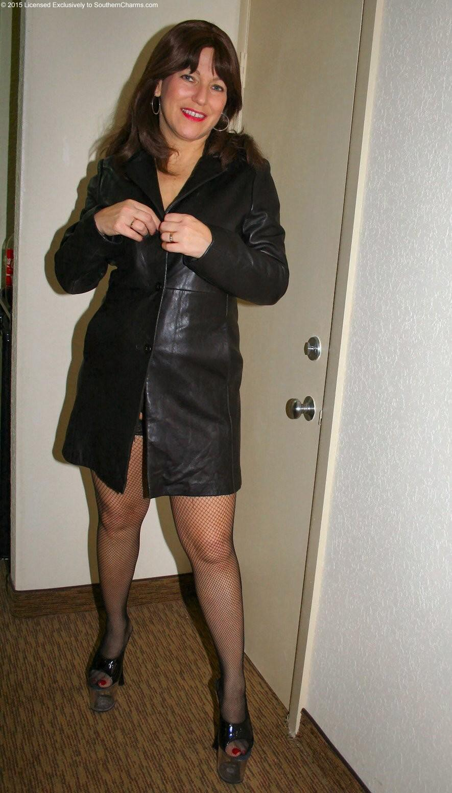 Wish milf flashing in leather coat she knows how