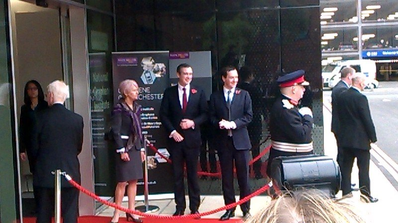 Prof Dame Nancy Rothwell and George Osborne prepare to greet President Xi Jinping at @UoMGraphene https://t.co/Iwk30SqF1w