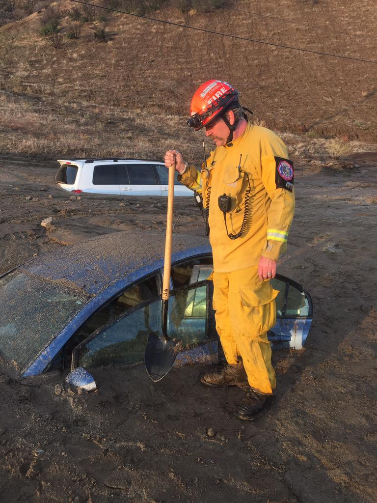 Flash floods strand drivers in the Antelope Valley. My live report at 10pm on @KTLA (photo: @LACo_FD) #KTLANews http://t.co/GotWEpfvOb