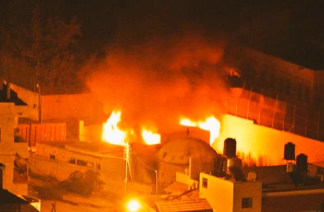 Overnight #Palestinians set ablaze Joseph's Tomb, in a blatant violation of the basic value of freedom of worship. http://t.co/qsOCRFg205