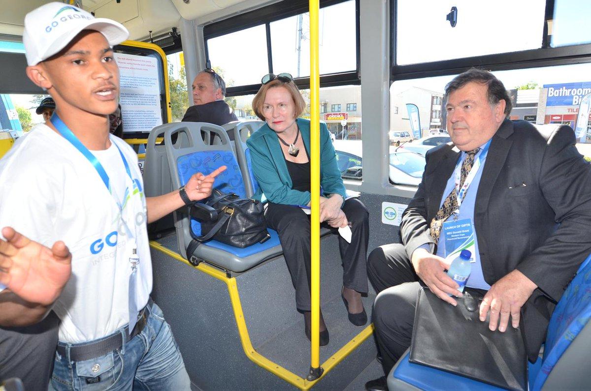 Go George ambassador Donovan Payler shows Premier #helenzille & Min Grant how the bus service works. #GoGeorgeLaunch