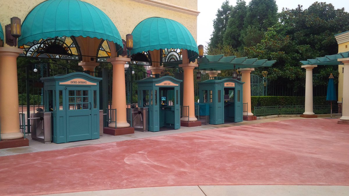 (Walt Disney Studios] Front lot CRceqzZWUAAud6B