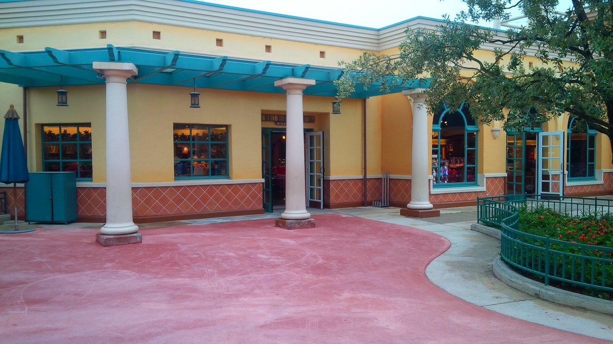 (Walt Disney Studios] Front lot CRceuIpXAAEvxZS