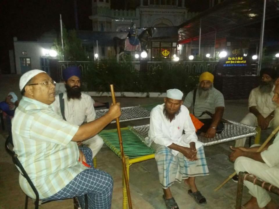 At a village in Malerkotla, local Muslims joined Sikhs in safeguarding Gurdwaras at night http://t.co/qScqya69Mw
