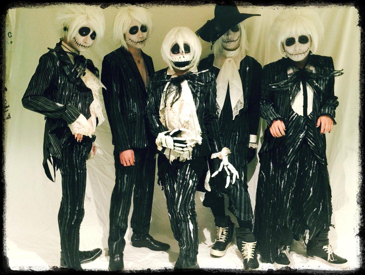 VAMPSハロウィンパーティー初日、神戸。  ありがとうございました☻  楽しかったー!!!  NIGHTMAREであのステージに立てた事が凄く幸せでした。  そして、我々NIGHTMAREの仮装は、色んなジャックでした☺︎♪ http://t.co/bXkNtkUu5s