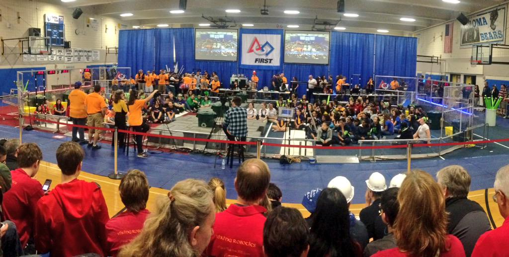 Starting off Girls' Generation with a driver meeting! #omgrobots http://t.co/qMZZtcwGWE