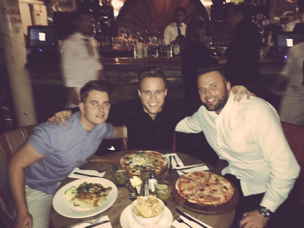 Dinner with @jamesmace1983 @ollyofficial ...now to start the party.. Where's @RocketSoccerAM.... http://t.co/LO68poOqVN