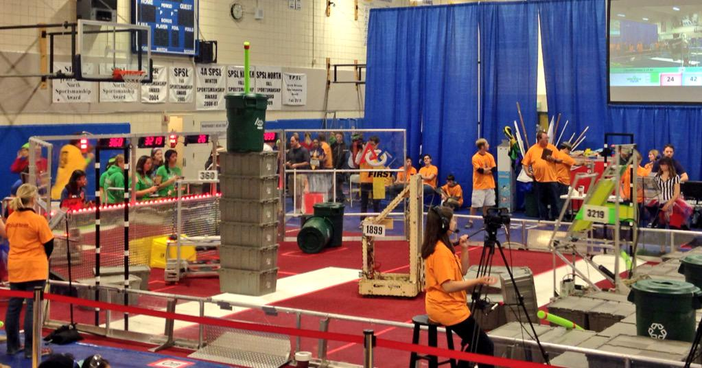 The first match of the day is underway! #omgrobots http://t.co/Fm8sECt24t