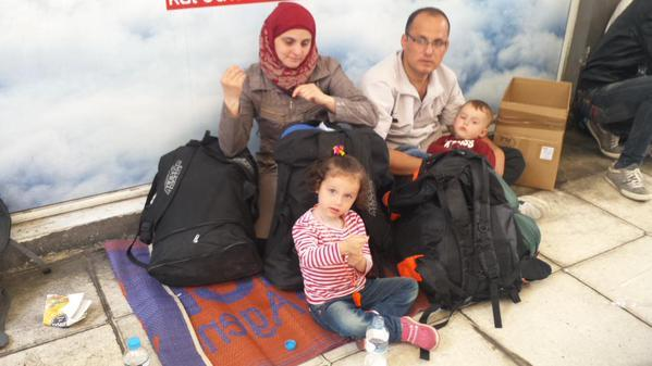 12 jours dans la peau d'un réfugié. De Syrie en Autriche, un #reportage de @ouahmaneomar http://t.co/YMcatMZP0w
