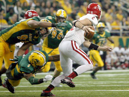 Unbelievable: Coyotes stun No. 3 NDSU. Updating story here: http://t.co/IWadViNLaJ http://t.co/RGieKSedBk