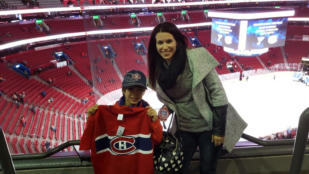 Thanks for the signed t-shirt courtesy of #mysterypuck! My son is ecstatic!  @CHCFondation @CanadiensMTL #GoHabsGo <br>http://pic.twitter.com/wi3er4X6zy