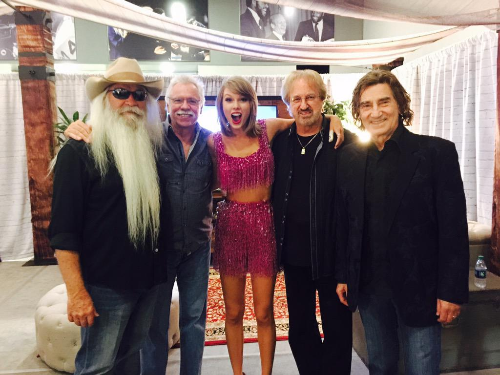 Backstage with @taylorswift13 after @ATTStadium show... What a sweetheart!!! Incredible show... http://t.co/T1mTnzFDlL