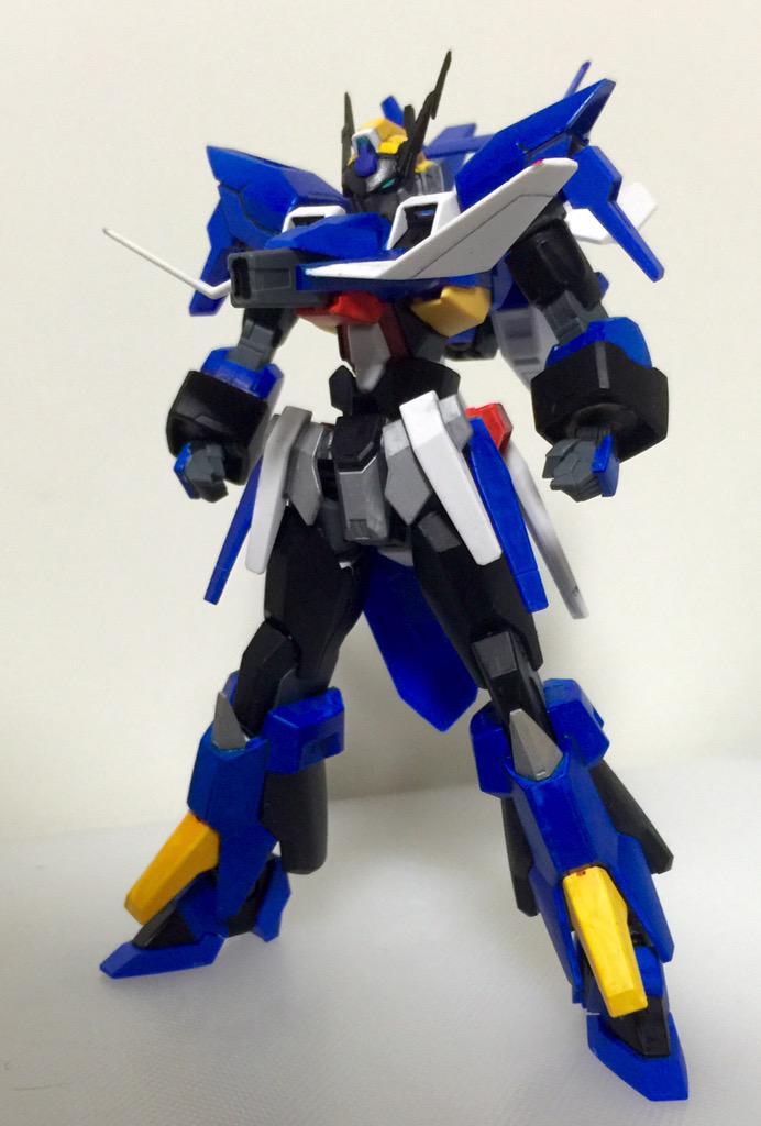 これが僕のガンプラ!AGE-フォーミュラーX!高速移動とビームラリアットで戦う格闘機だ!必殺技は胸のトレーラー砲から発射されるフォーミュラー大砲だ! pic.twitter.com/fIjVQiHmNB