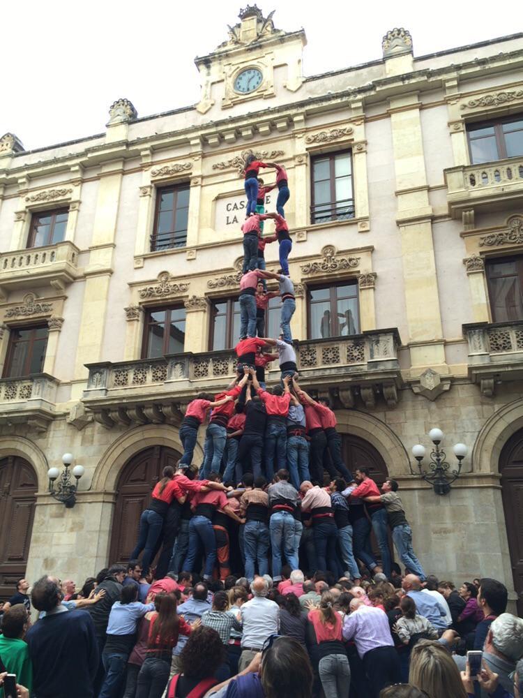 Se'ns farà llarga aquesta setmana, @collavella… Estem preparats #castellers #SantaÚrsula2015 http://t.co/J9D3I8oP9T