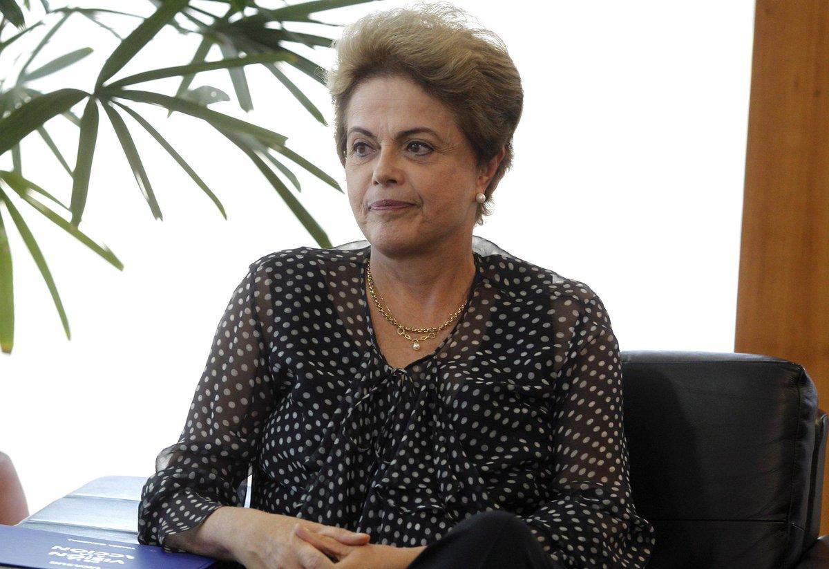 Dilma custa ao Brasil o dobro de Elizabeth II ao Reino Unido. http://t.co/PiGTzoCEi7