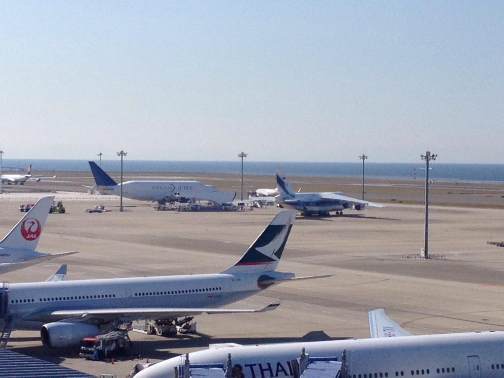 セントレアにドリームリフター到着で大きいのが2機揃いました(^^) pic.twitter.com/XrBgm3Wd13