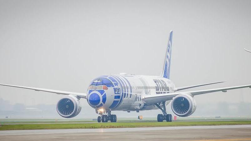 R2-D2™ ANA JET バンクーバーに到着☆ANA STAR WARS PROJECT: ana.ms/1Njus01#R2D2ANAJET pic.twitter.com/JraVtlcEzH