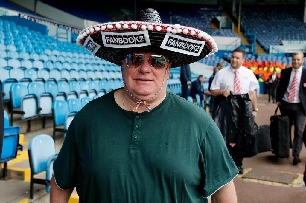 Rösler reportedly sacked & this man is taking training this morning. Happy F*cking Monday Leeds fans. #LUFC http://t.co/yhVBPyU3x0