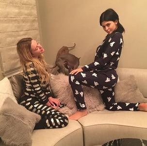 It gets down in the #kyliejenner house in these lovely @zoekarssen #outfits Get your #bat #items online at vlvt.nl