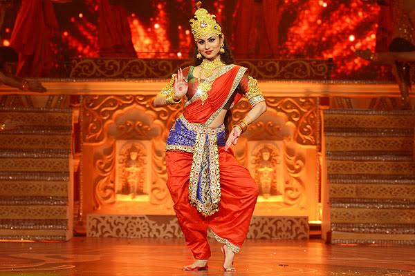 Mouni Roy performance in Dussehra on Life OK Image Picture