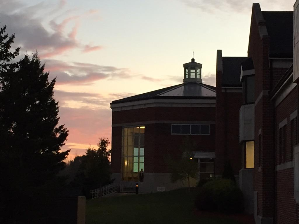 Sunset over the beautiful University School of Milwaukee. Excited for case studies! #meetdsonadmit #usmke https://t.co/LElup16S7T