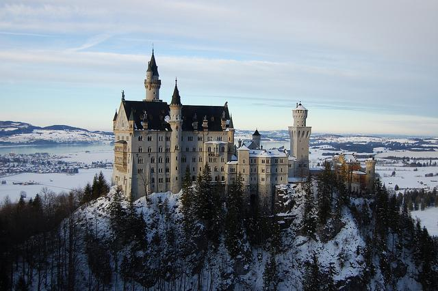 10 of the most beautiful places to visit in #Germany https://t.co/GbeCvUJSFa #travel @GermanyTourism #VisitGermany https://t.co/GK9FKX56Bk