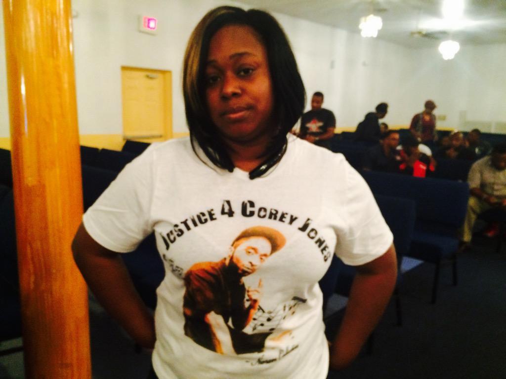 Jessica King, #CoreyJones cousin, wearing a 'Justice for Corey Jones' T-shirt at Boynton Beach church. https://t.co/IveBHvwaYw
