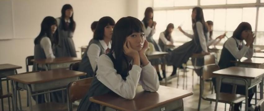 """일본 화장품 회사 시세이도의 광고  """"메이크 여고생의 비밀""""  교실안에 모여 있는 학생을 한번 훝고 지나가는 이 영상에서 등장하는 여학생은 전원 https://t.co/JJVMS23DFW"""