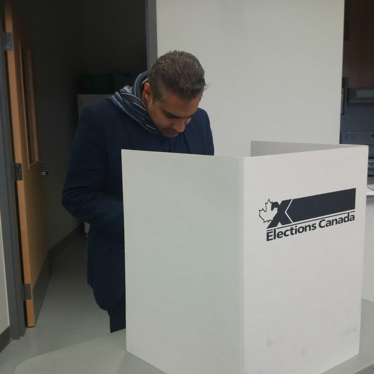 Euphoric! I could get used to freedom and democracy...... #elexn42 #Canada https://t.co/KydcnXzaLX