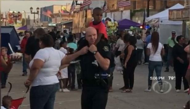 Photo of Crowley Police officer carrying lost boy goes viral https://t.co/HdDcIjpxBM https://t.co/8jtW8VqfA5